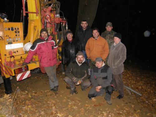 Ekipa przy wiertnicy - listopad 2011 r.