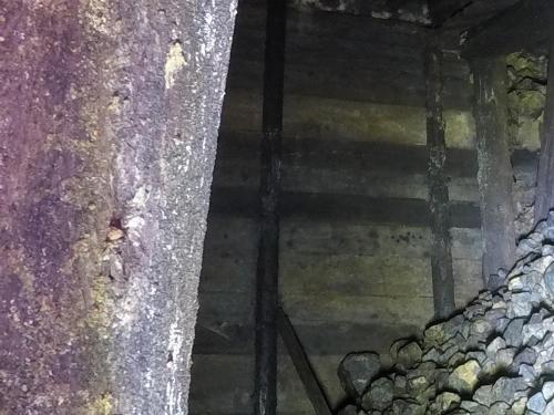 Widoczna betonowa ściana przegradzająca sztolnie 1, to ona uniemożliwiła badanie wnętrza kompleksu w stronę wejścia.