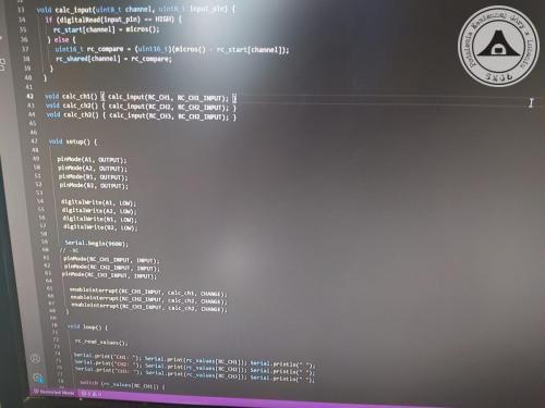 Fragment kodu w języku C/C++, 3 kanałowy konwerter PWM/ADC, użyty również w 'Krabie' (wersja 6 kanałów). W 44 linii jest błąd - naprawiony Oprogramowanie Visual Studio Code